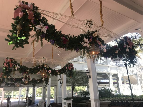You will find this garland at the entrance on the ground level.