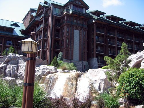 Disney's Wilderness Lodge feels like it is a million miles away from the hustle and bustle of the Magic Kingdom.