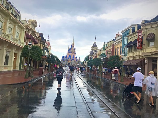 Check out the lack of crowds on Main Street USA.