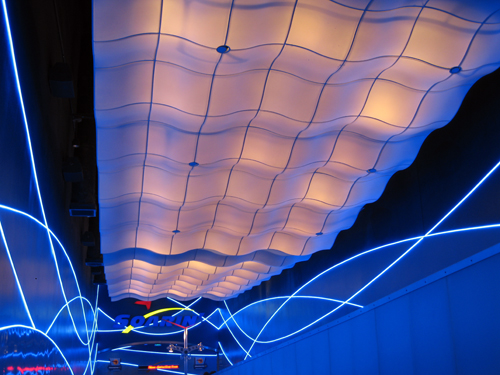 The ceiling of Soarin' simulates clouds passing over!