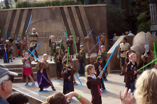 Little kids on stage with light sabres - what could possibly go wrong?
