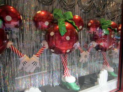These dancing Christmas ornaments are lots of fun.