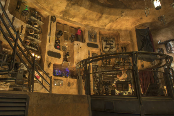 Dok-Ondar's Den of Antiquities is a shop worth exploring. Among other things, you'll find some pretty cool accessories for your lightsaber. Photo credits (C) Disney Enterprises, Inc. All Rights Reserved