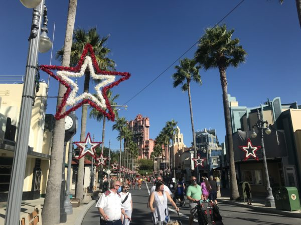 Christmas stars return to Sunset Blvd.