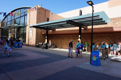 This area used to buzz with activity when the old paper FastPass machines were here.  Now it's quiet.