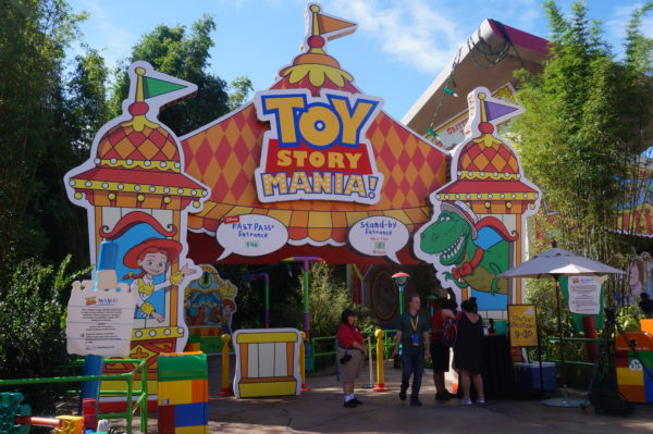 Here's the new entrance of Toy Story Midway mania!