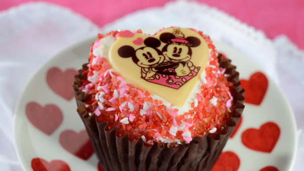 Mickey and Minnie cupcakes. Photo credits (C) Disney Enterprises, Inc. All Rights Reserved