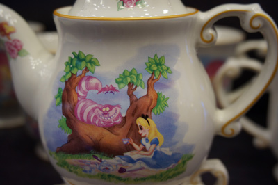 Very cool Alice in Wonderland tea set.