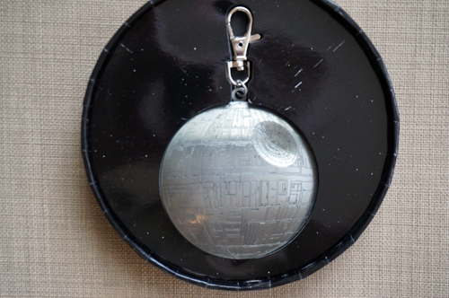 The Death Star lanyard metal comes in a unique circular box.